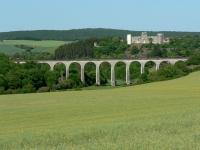 Viaduc et château-fort de Druyes les Belles Fontaines